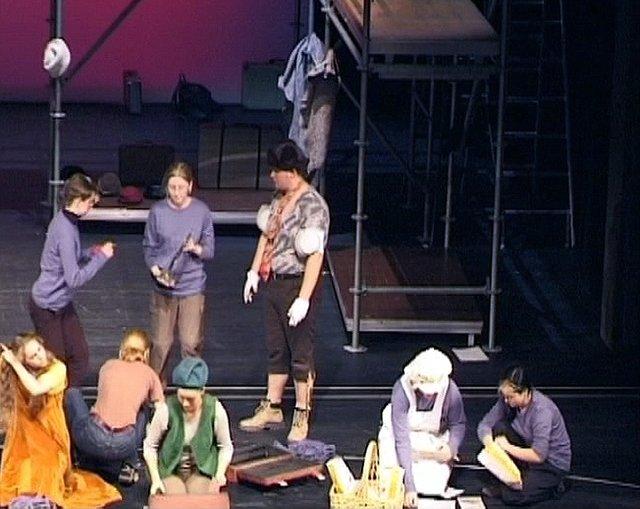 Brundibar: Umzug auf der Bühne