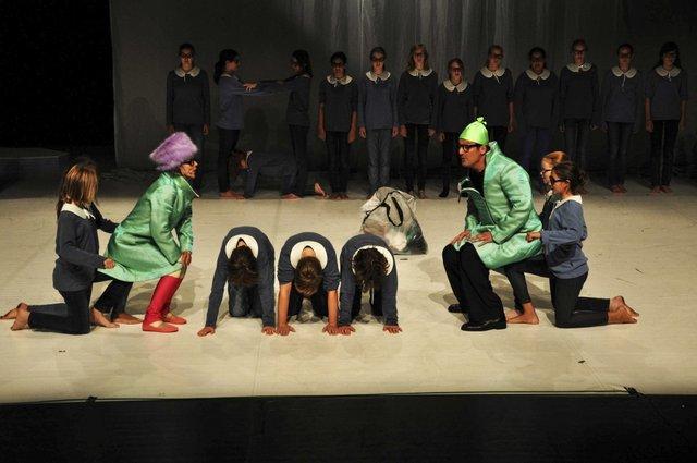 Der Tisch- Uraufführung Foto:© R. Schwarz